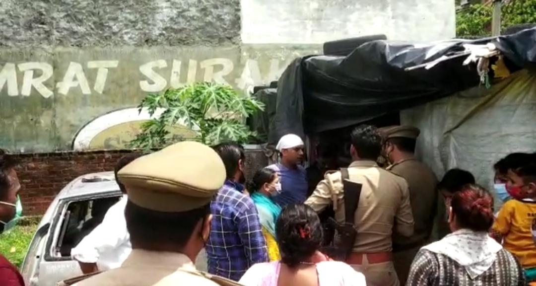झाड़ियों में औंधे मुंह पड़ा मिला, पेट में चाकू लगा था, पुलिस बोली- 5 माह पहले हाथ की नस काटी थी, ये सुसाइड का केस|लखनऊ,Lucknow - Dainik Bhaskar
