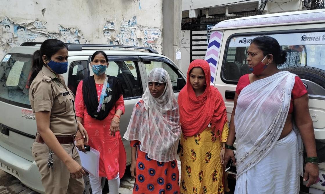 लखनऊ में भटकी महिला का सप्ताह भर में घर नही ढूंढ पाई पुलिस, वन स्टॉप सेंटर की टीम ने तीन घण्टे में परिजनों से मिलाया|लखनऊ,Lucknow - Dainik Bhaskar