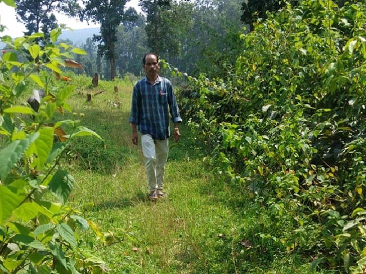शिक्षक लक्ष्मण राम कहते हैं कि इस गांव में शिक्षा का अलख जगाना और गांव के सभी बच्चों को शिक्षित करना मिशन है। खुशी मिलती है।