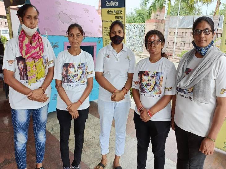 एसिड-अटैक सर्वाइवर अंशू, कुंती, रेश्मा, गुड़िया की संघर्ष भरी दास्तां, लखनऊ के शीरोज रेस्त्रां में नौकरी के साथ एक दूसरे का सुख-दुख बांट चला रही घर|लखनऊ,Lucknow - Dainik Bhaskar