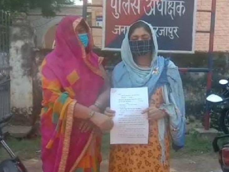 बोला- शादी कर या तेरे घर से उठेगा जनाजा, धक्का मारकर तोड़ा पैर; पीड़िता ने एसएसपी से शिकायत की मिर्जापुर,Mirzapur - Dainik Bhaskar