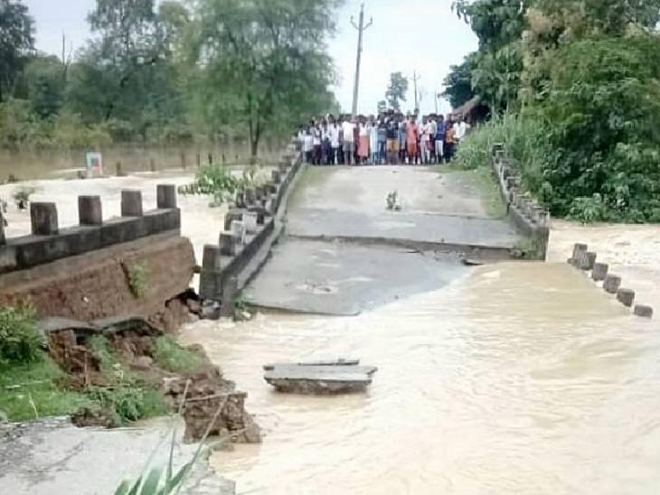 जिले के 112 गांव अभी भी बाढ़ की चपेट में हैं।