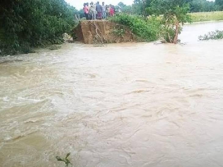 अभी भी जिले हजारों बाढ़ पीड़ित ऐसे हैं जिनके सामने रोजी रोटी का संकट खड़ा हो गया है।