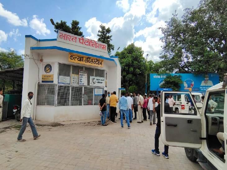 वर्ष 2012 में लीज खत्म होने के बाद भी चल रहा था शहर का कल्याण पेट्रोल पंप, जिला प्रशासन ने कराई तालाबंदी|रीवा,Rewa - Dainik Bhaskar