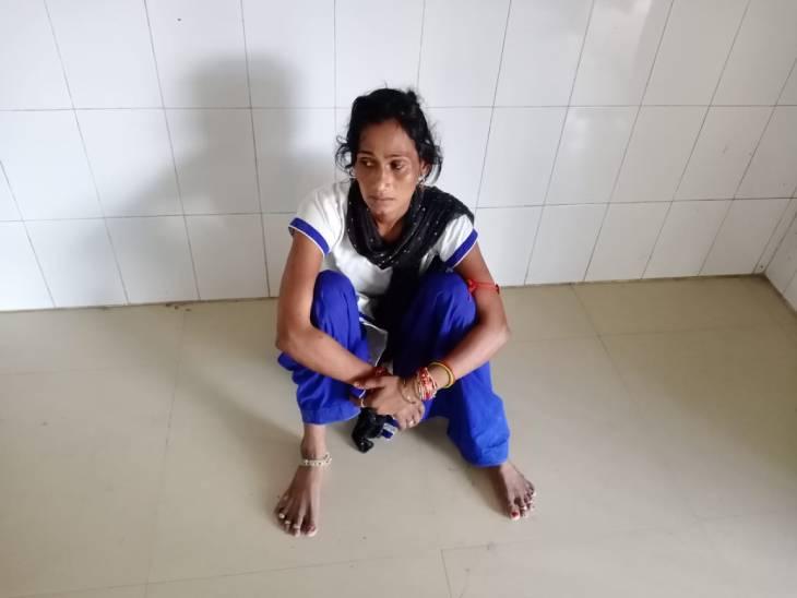 77 मौतों के बाद भी नहीं जाग रहा स्वास्थ्य महकमा, मरीज जमीन पर लेटने को हुए मजबूर तो कहीं खून की जांच के लिए लग रही लंबी लाइनें...तस्वीरों में देखिए सिस्टम की बदहाली|फिरोजाबाद,Firozabad - Dainik Bhaskar