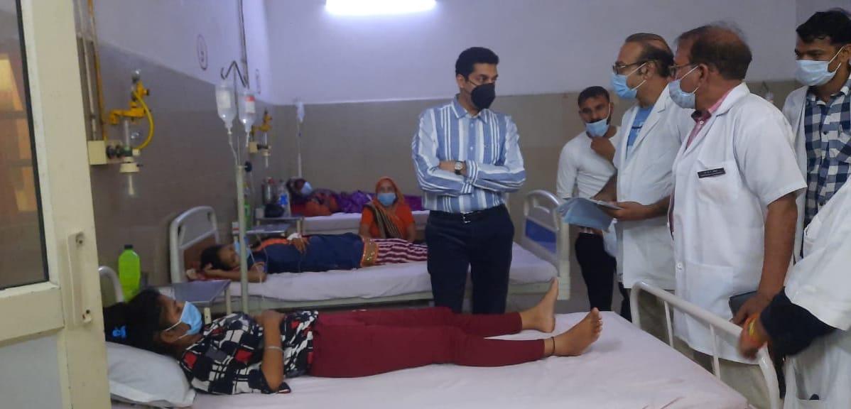 नोडल अधिकारी ने बैठक कर जानी स्थिति , जिला संयुक्त चिकित्सालय का किया निरीक्षण|मथुरा,Mathura - Dainik Bhaskar