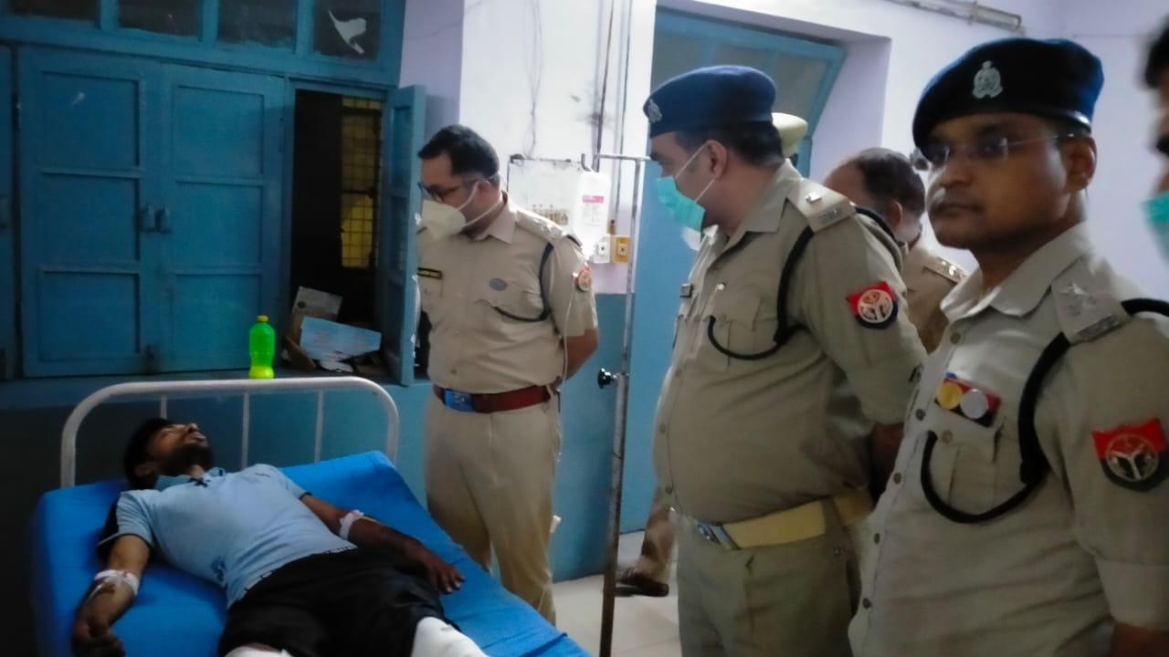 मुठभेड़ में एक लाख का इनामी घायल,16 अगस्त को बुलियन कारोबारी से की थी 1 करोड़ 5 लाख रुपए की लूट|मथुरा,Mathura - Dainik Bhaskar