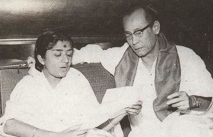 लता मंगेशकर के साथ सचिन देव बर्मन। (साभार : सोशल मीडिया) - Dainik Bhaskar