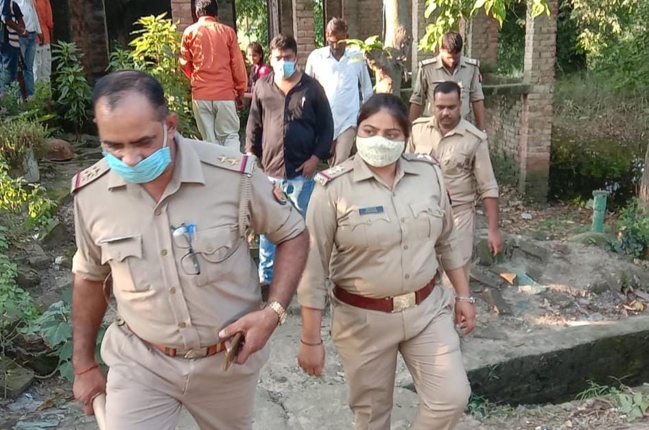 30 अगस्त को बैंक जाने के लिए घर से निकली थी, लौटकर घर नहीं आई, परिजनों ने दर्ज कराई थीगुमशुदगी की रिपोर्ट अयोध्या (फैजाबाद),Ayodhya (Faizabad) - Dainik Bhaskar