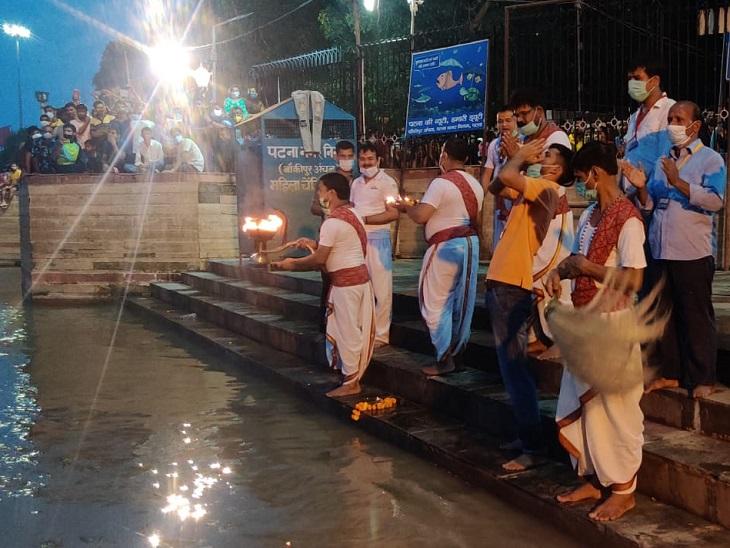घाट पर उत्साह के बीच पुजारियों ने मां गंगा से की जन कल्याण की कामना|बिहार,Bihar - Dainik Bhaskar