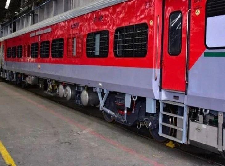 ईको रेलवे ने हिराखंड एक्सप्रेस में एलएचबी कोच जोड़ने की तैयारी कर ली है। - Dainik Bhaskar