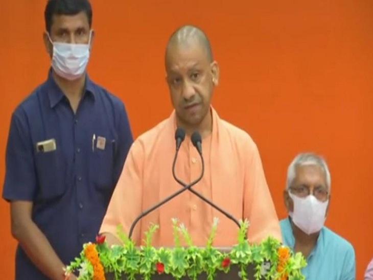काशी में प्रबुद्धजनों से मुख्यमंत्री ने कहा- उत्तर प्रदेश की छवि देश और दुनिया में बदली, साढ़े चार साल पहले ऐसा नहीं था|वाराणसी,Varanasi - Dainik Bhaskar