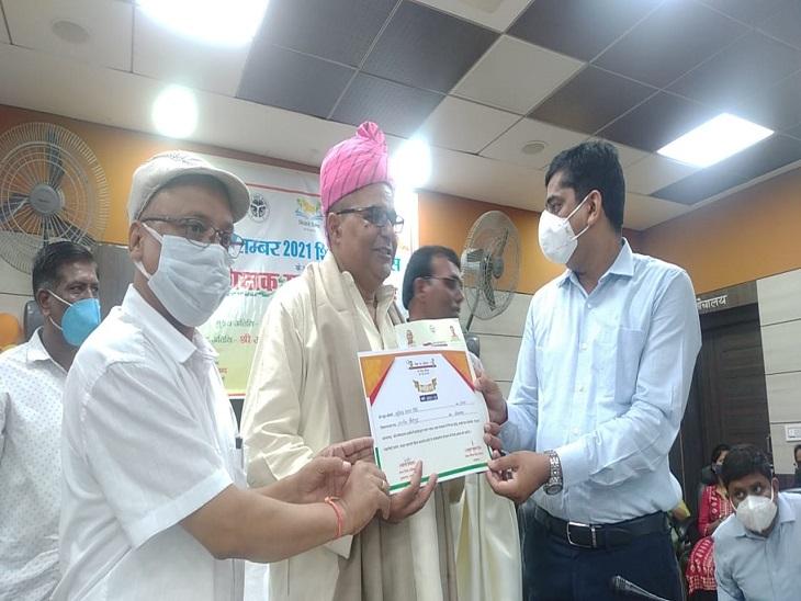 कोरोना काल में बच्चों को ऑनलाइन पढ़ाने के लिए सम्मान से नवाजे गए, आजमगढ़ के 75 शिक्षकों का किया गया था चयन|आजमगढ़,Azamgarh - Dainik Bhaskar