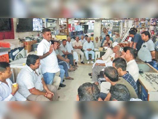मुख्य आरोपी के गिरफ्तार नहीं होने पर 11 को बाजार बंद कर करेंगे थाने का घेराव|सिंघाना,Singhana - Dainik Bhaskar
