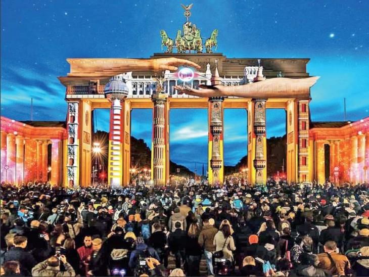 जर्मनी में चार महीने के रिकॉर्ड 14 हजार केस के बीच लाइट फेस्टिवल, हजारों की भीड़ जुटी|विदेश,International - Dainik Bhaskar