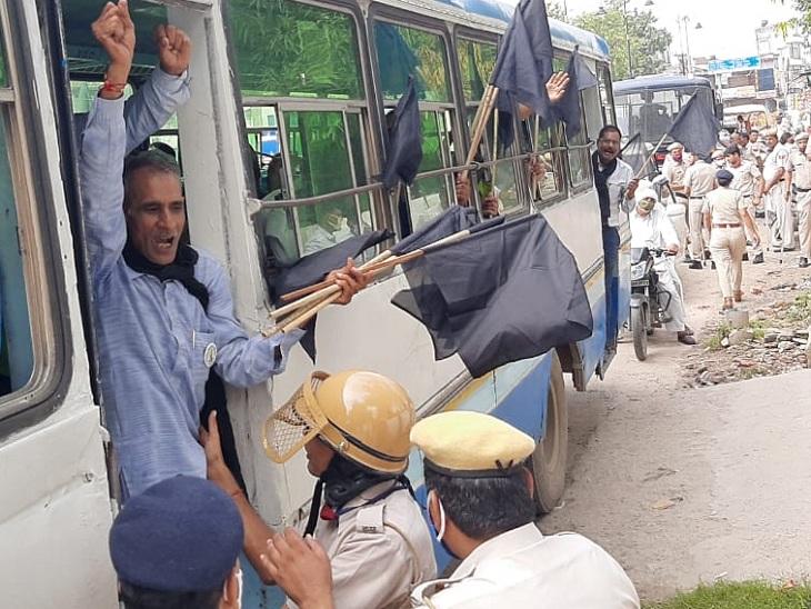 मुख्यमंत्री के आने से पहले ही पुलिस ने 25 को पकड़ा, मॉडल टाउन थाने में रखा; IGU के आसपास पुलिस के अलावा RAF और CISF जवान तैनात रेवाड़ी,Rewari - Dainik Bhaskar