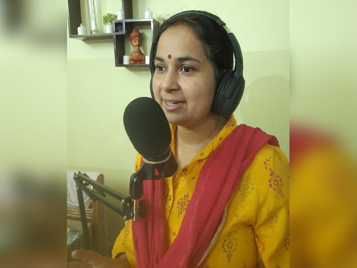 कोरोना काल में आनलाइन पढ़ाई के लिए कई क्रिएटिव कंटेंट भी तैयार किए। जिसे मोबाइल में डाउनलोड भी नहीं करना पड़ता था। - Dainik Bhaskar