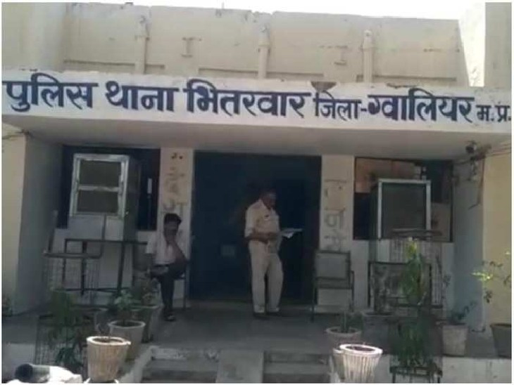 कोचिंग जा रही लड़की को धमकी देकर बदमाशों ने अगवा किया, सूने मकान पर 3 दोस्तों के सामने दुष्कर्म किया|ग्वालियर,Gwalior - Dainik Bhaskar
