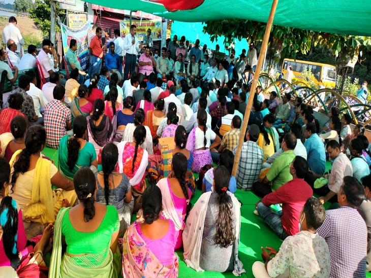 13 दिन से बिलासपुर के रिवर व्यू में हड़ताल कर रहे सिम्स के मरीज।