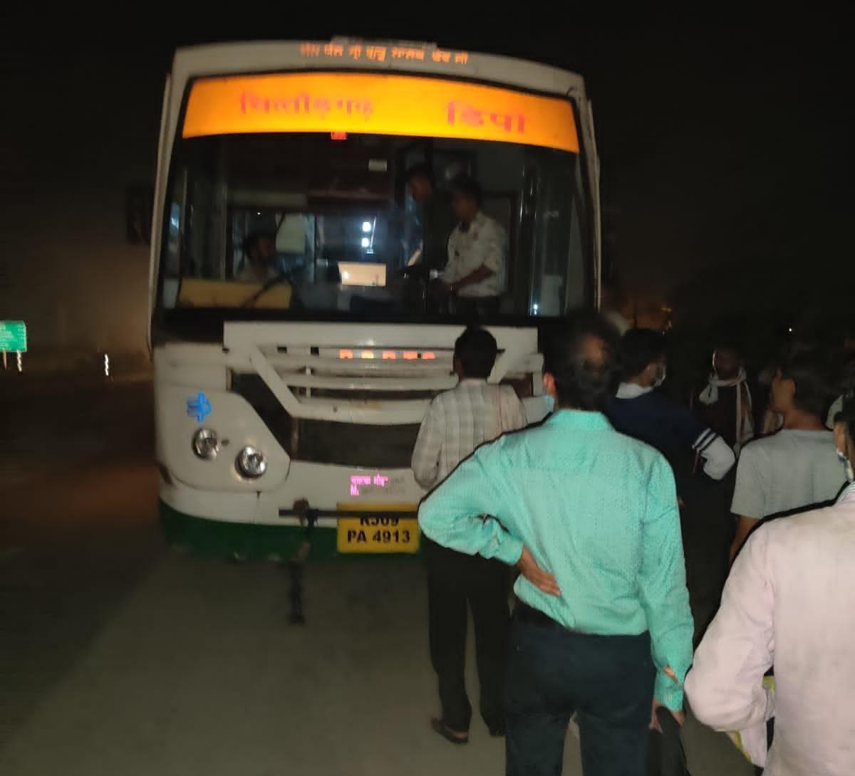 चित्तौड़गढ़ से भीलवाड़ा जा रही थी बस,दो बार एक्सीडेंट होते-होते बचा,नया चालक भेजकर बस को किया रवाना|चित्तौड़गढ़,Chittorgarh - Dainik Bhaskar