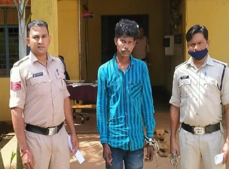 पिता ने फूल तोड़ने से किया मना, तो बेटे ने कुल्हाड़ी से मार कर किया अधमरा, पुलिस की गिरफ्त में आरोपी, गया सलाखों के पीछे|जगदलपुर,Jagdalpur - Dainik Bhaskar