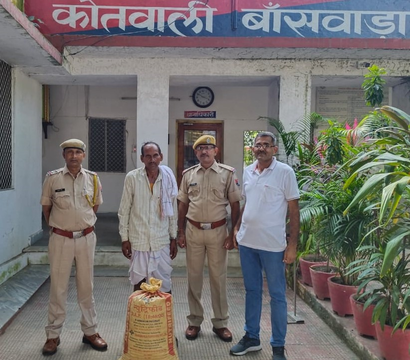 70 किलोमीटर दूरी तय कर ग्राहकों को बेचने जा रहा था, नाकेबंदी में कोतवाली थाना पुलिस ने पकड़ा, प्रतापगढ़ से लेकर आता है डोडा चूरा बांसवाड़ा,Banswara - Dainik Bhaskar
