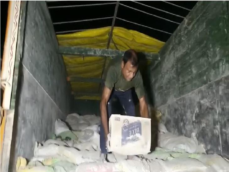 खराब वालपुट्टी में छिपाकर लाया जा रहा था, उत्पाद विभाग की टीम ने ट्रक सहित लाखों का शराब किया बरामद; ट्रक पर अंकित नंबर जांच में निकला गलत|मोतिहारी,Motihari - Dainik Bhaskar