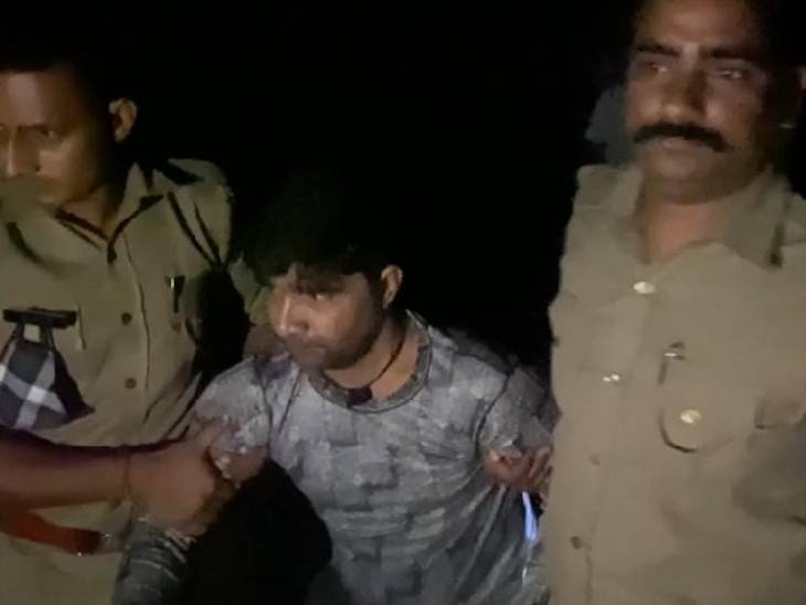 बिना नंबर की बाइक से जा रहा था, पुलिस ने रोका तो भागने लगा; फायरिंग में हुआ घायल, अस्पताल में कराया भर्ती बागपत,Baghpat - Dainik Bhaskar
