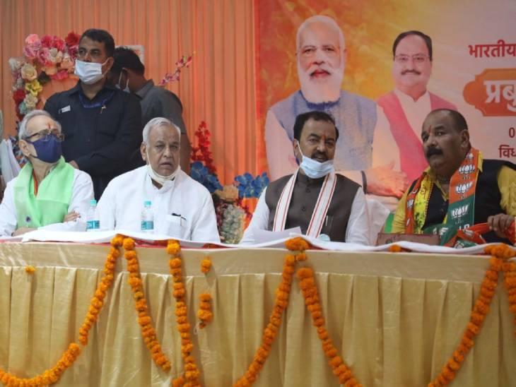 केशव प्रसाद मौर्या ने आज कानपुर के किदवई नगर में आयोजित भाजपा के प्रबुद्ध वर्ग सम्मेलन में कांग्रेस पर जमकर निशाना साधा।