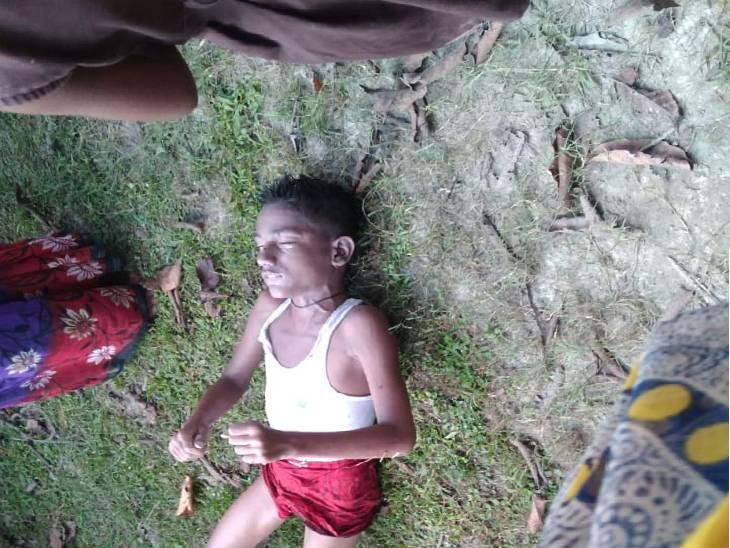 कुएं में मिला 12 साल के बच्चे का शव। - Dainik Bhaskar