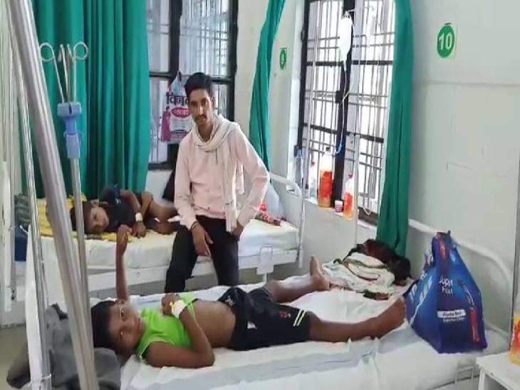 5 बच्चे अस्पताल में भर्ती, जिला चिकित्साधिकारी ने कहा- यह मौसमी बुखार है, लेकिन स्वास्थ्य विभाग का अलर्ट रहना जरूरी|श्रावस्ती,Shrawasti - Dainik Bhaskar