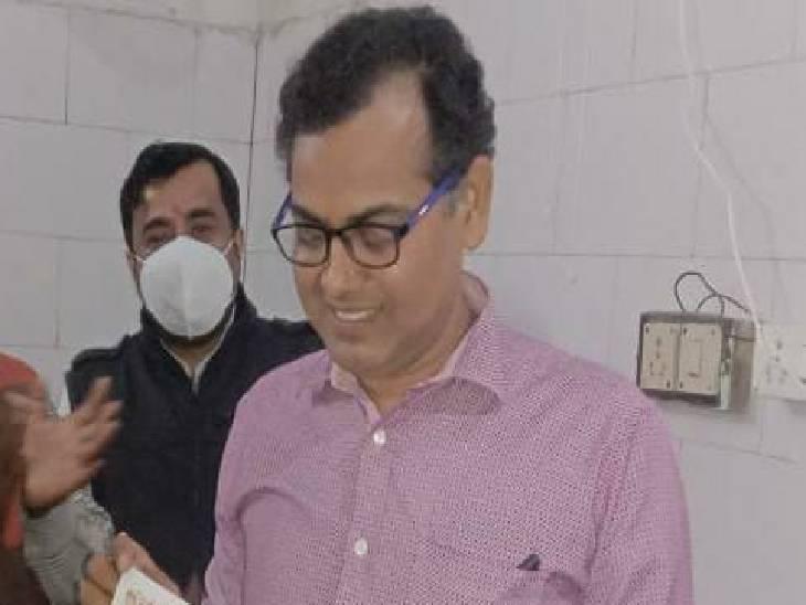 लेटर में लिखा राजनीतिक दबाव से हूं परेशान, 13 महीने से पद पर थे तैनात, बदल दी थी अस्पताल की सूरत बलिया,Ballia - Dainik Bhaskar