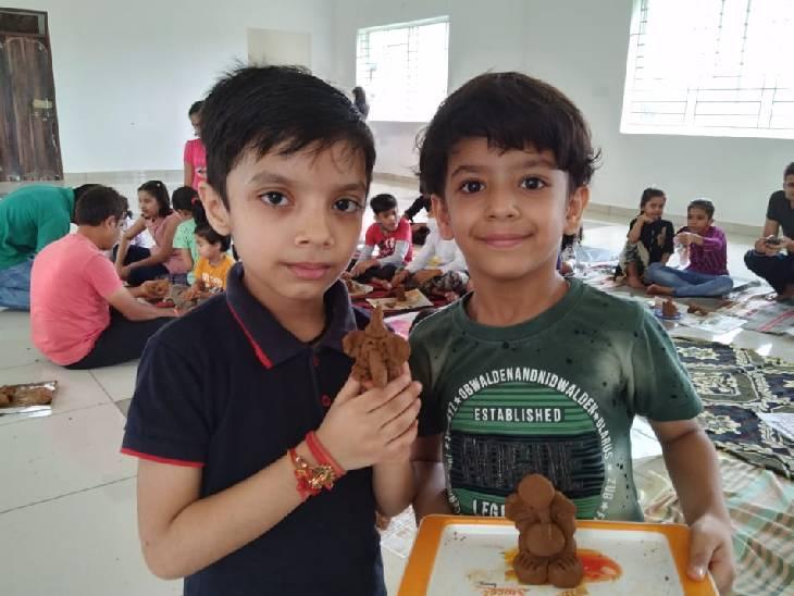 भोपाल में एप्को का अनोखा प्रयोग; बच्चों को पर्यावरण बचाने का पाठ पढ़ाया, प्रतिमा भी गिफ्ट में दी|भोपाल,Bhopal - Dainik Bhaskar