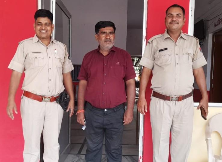 गिरफ्तार हिस्ट्रीशीटर भूमाफिया लादू सिंह रावत। - Dainik Bhaskar