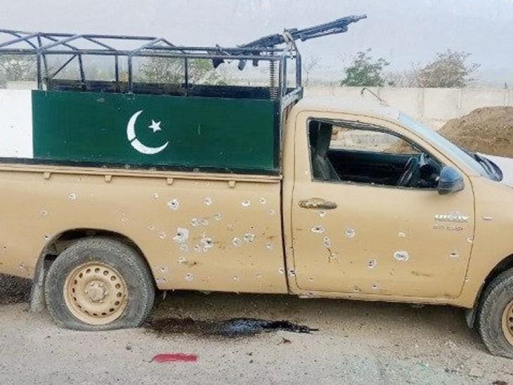बताया जा रहा है कि हमला फ्रंटियर कोर की गाड़ी को निशाना बनाकर किया गया, जो इलाके में पट्रोलिंग कर रही थी।