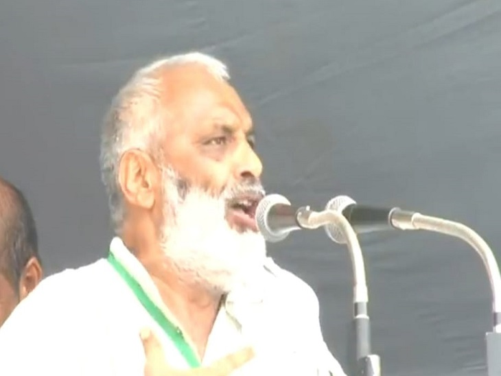 महापंचायत में बोलते भारतीय किसान यूनियन के प्रदेशाध्यक्ष सुरेश कौथ।
