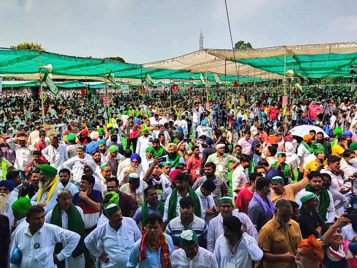 उत्तर प्रदेश के मुजफ्फरनगर में किसान महापंचायत में जुटी भीड़।