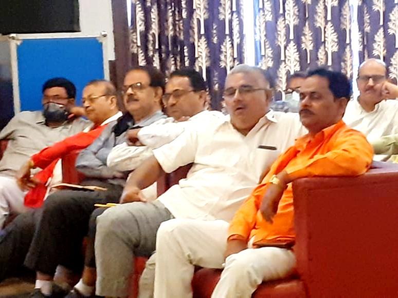 केंद्रीय मंत्री भाषण देती रही और कई भाजपा नेता सोते रहे