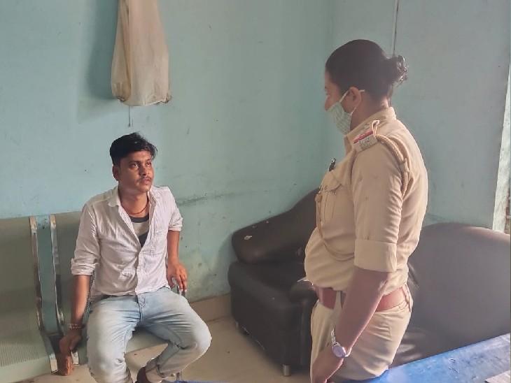 किराए के कमरे में मिले दोनों, पुलिस ने हिरासत में लिया; सेक्स रैकेट चलाने की मिली थी सूचना|मुजफ्फरपुर,Muzaffarpur - Dainik Bhaskar