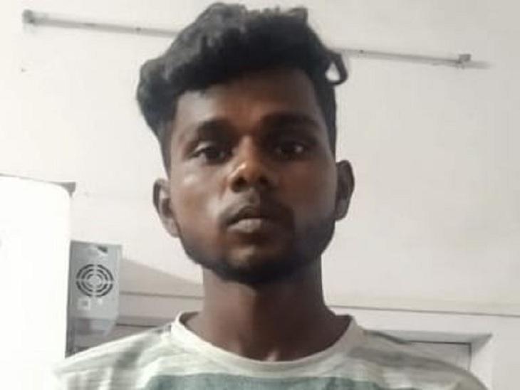 वाराणसी में घर से कॉलेज गई स्नातक की छात्रा का शव मिला था झाड़ियों में, शक में मारा था प्रेमी ने, 4 लापरवाह पुलिसकर्मी निलंबित|वाराणसी,Varanasi - Dainik Bhaskar