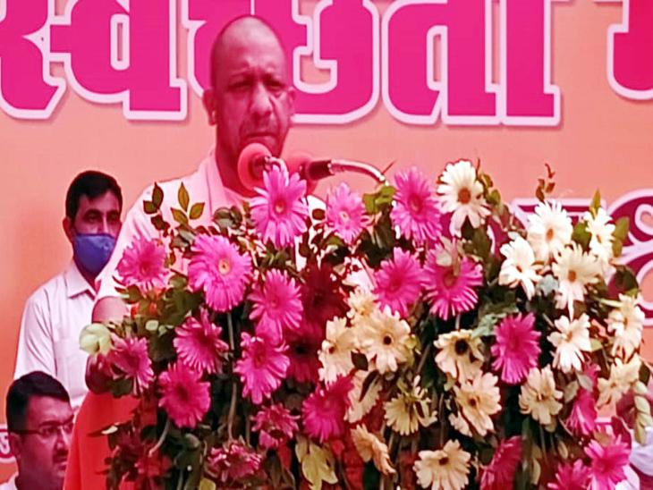 यह महाभियान पूरे प्रदेश में एकसाथ शुरू किया गया है। मुख्यमंत्री ने विशेष अभियान में शामिल सफाईकर्मियों की टोली को हरी झंडी दिखाकर रवाना किया। - Dainik Bhaskar