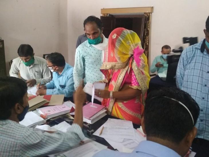 445 सदस्यों में से 113 बस साइन करना जानते हैं, BA-MA के साथ इंजीनियर और MBA भी बने सदस्य|जयपुर,Jaipur - Dainik Bhaskar