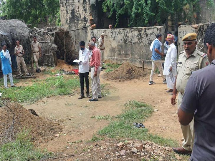 रात को घर में सोया, सुबह बाडे़ में मिला शव; खून से सनी कुल्हाड़ी भी बरामद, वारदात के कारणों का खुलासा नहीं, जांच में जुटी पुलिस|अजमेर,Ajmer - Dainik Bhaskar