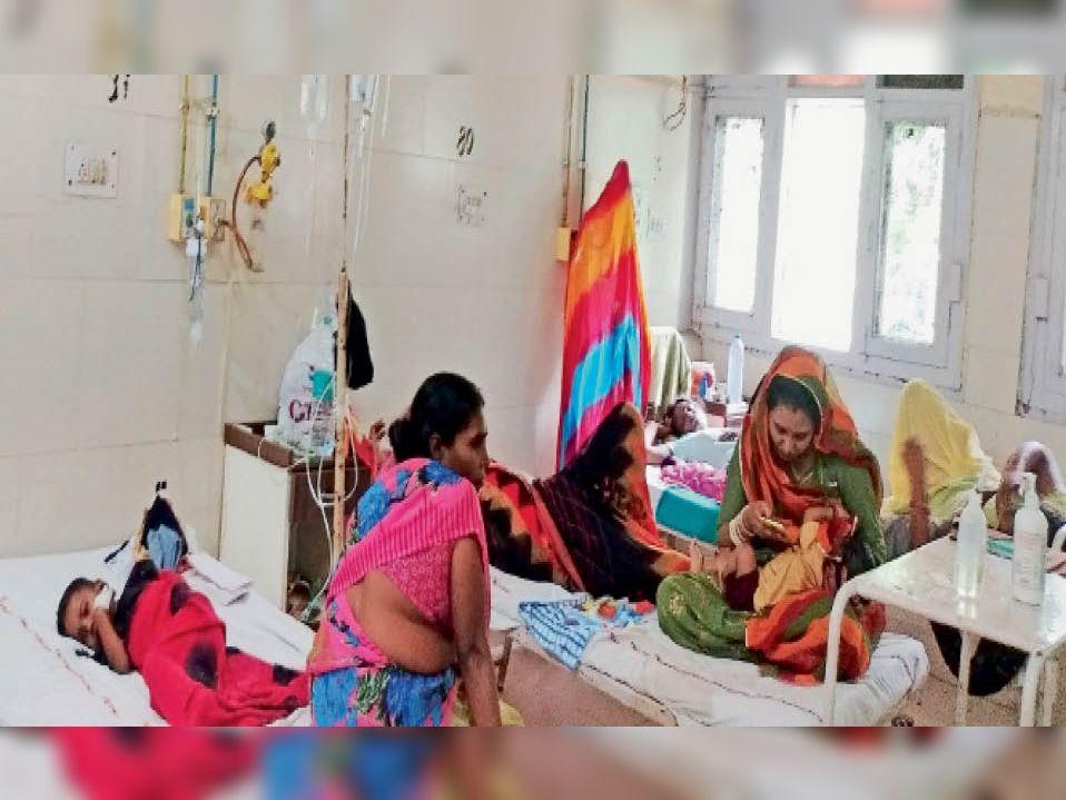 जिले में बच्चों के बीमार होने के मामलों से उनकी मांओं की चिंता बढ़ गई है। तस्वीर पीजीआई की है। - Dainik Bhaskar