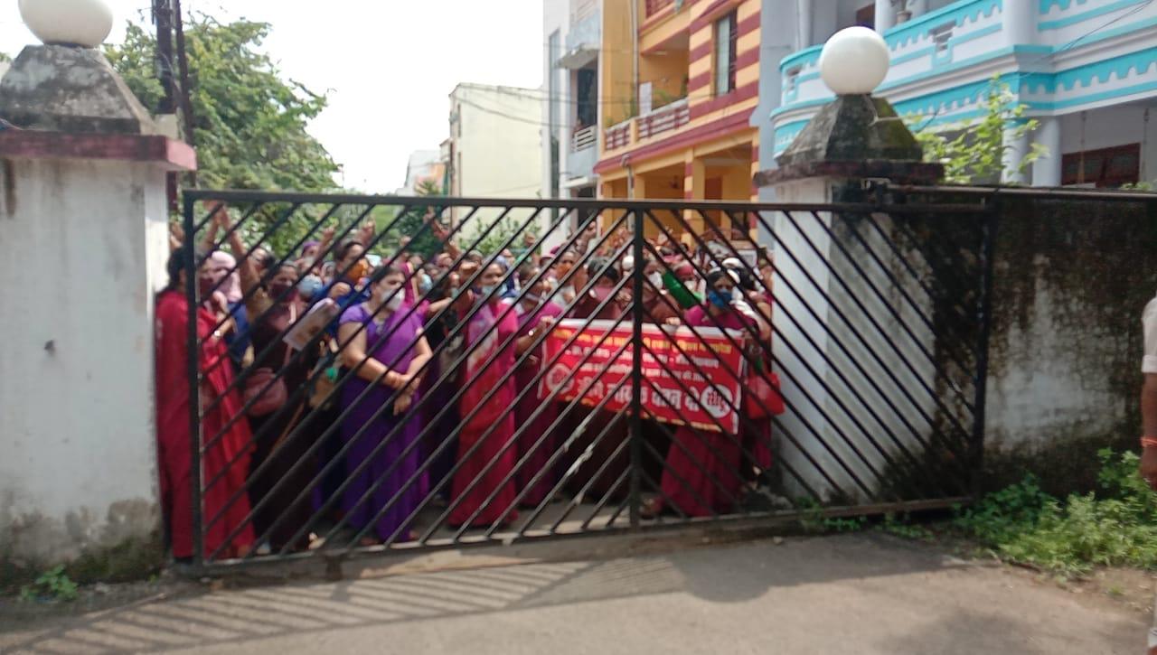 वेतन बढ़ाने की मांग को लेकर प्रदर्शन, रैली निकाल कमिश्नर ऑफिस के सामने की नारेबाजी, तीनों जिले से बड़ी संख्या में शामिल हुई आशा कार्यकर्ता|होशंगाबाद,Hoshangabad - Dainik Bhaskar