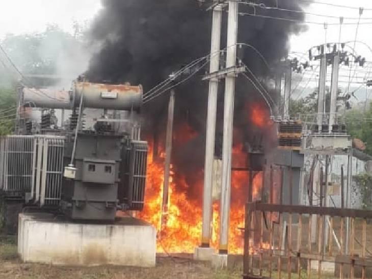 देवरी के बिजली सब-स्टेशन लगी आग। - Dainik Bhaskar