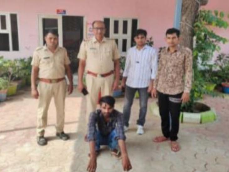 नशे का आदी तस्कर हेरोइन की सप्लाई देने के लिए था खड़ा, पुलिस गश्ती दल को देखकर बाइक लेकर भागा, पीछा कर पकड़ा तो तलाशी में मिली14 ग्राम हेरोइन|हनुमानगढ़,Hanumangarh - Dainik Bhaskar