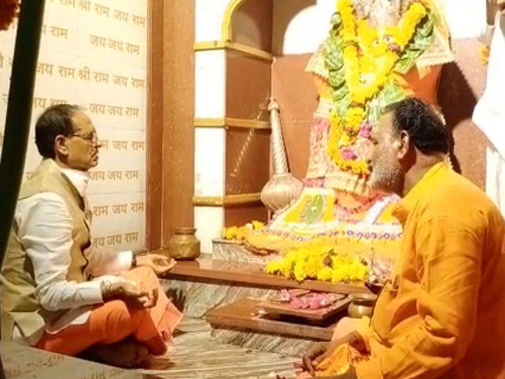 सीएम ने हनुमान मंदिर में पहुंचकर पूजन-अर्चन किया। - Dainik Bhaskar