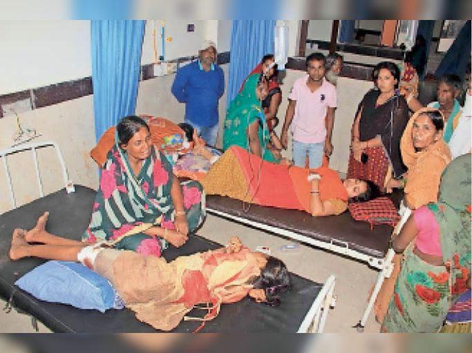 जीएमसीएच में भर्ती घायल सेना नायक की पत्नी और अन्य। - Dainik Bhaskar