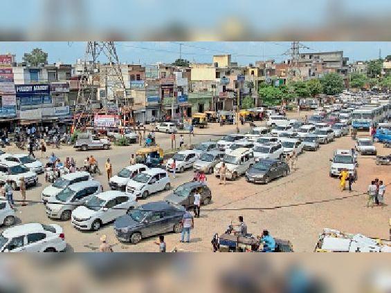 यमुनानगर| शहर के महाराणा प्रताप चौक पर लगा जाम। - Dainik Bhaskar